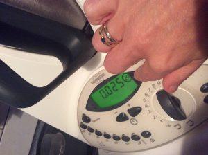 Comment utiliser son thermomix pour d buter viter les - Thermomix ne pese plus ...